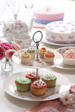 Elspeth Gibson Blossom cakestand, £15, Tesco (with cake! :>)